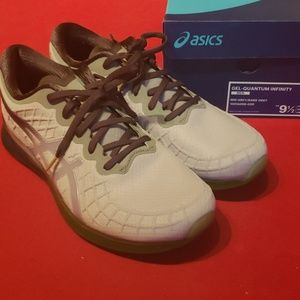 Mens size 9.5 Asics Gel Quantum Infinity shoes
